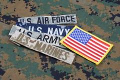 与分支磁带的美军概念在伪装制服 免版税库存照片