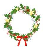与分支,叶子,霍莉莓果,棒棒糖,弓,金黄星的被隔绝的圣诞节花圈 季节性设计为 图库摄影