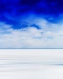 与分类的垂直的生动的空白的空的冬天湖天际风景 库存照片