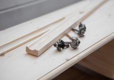 与切削刀的家具制造 库存照片