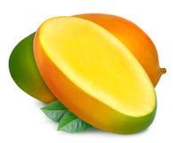 与切片和叶子的水多的新鲜的芒果 库存图片