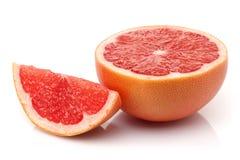 与切片的新鲜的半葡萄柚 免版税库存图片
