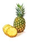 与切片的菠萝在白色背景,果子 库存图片