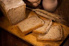 与切的面包 免版税库存照片