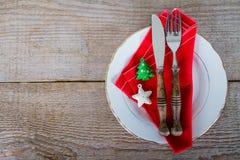 与利器的盘圣诞节午餐的 库存图片