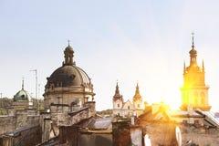 与利沃夫州建筑学剪影的卡片在日落的,乌克兰 库存照片