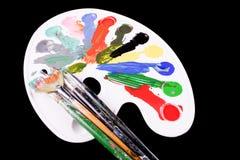 与刷子和油漆的Pallette 免版税库存照片