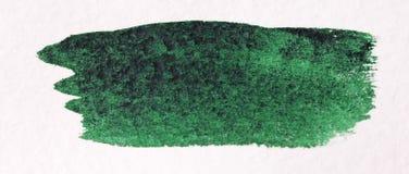 与刷子的绿色冲程由水彩做成 背景接近的纸射击 库存图片