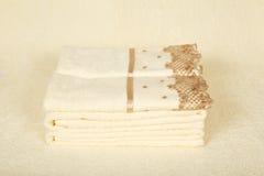与刺绣的美丽的毛巾 库存图片