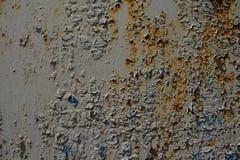 与削皮油漆的生锈的金属板 库存图片