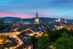 与剧烈的天空的伯尔尼地平线城市在伯尔尼,瑞士 免版税库存照片