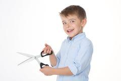 与剪刀的孩子 免版税库存图片