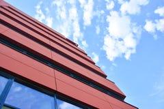 与办公室的现代红色大厦 免版税库存照片