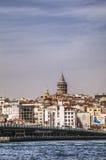 与加拉塔塔的伊斯坦布尔都市风景 图库摄影