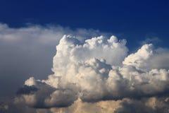 与动态云彩的美丽的天空 库存照片