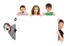与动物面孔油漆的孩子 免版税库存照片