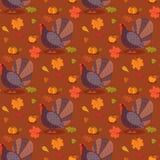 与动画片火鸡鸟和叶子的五颜六色的样式 愉快的感恩庆祝的无缝的背景 向量 免版税库存图片