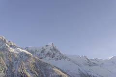 与勃朗峰的冬天风景 库存图片