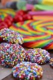 与包装纸袋子的被分类的糖果 库存照片