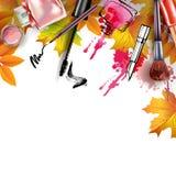 与化妆用品和秋叶的秋天背景 模板传染媒介 免版税图库摄影