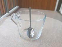 与匙子的空的玻璃 免版税库存照片
