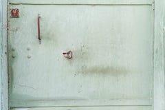 与匙孔的绿色金属门纹理 葡萄酒金属纹理 库存图片