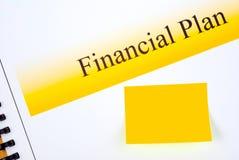 与匹配稠粘的笔记的财政计划 免版税库存照片