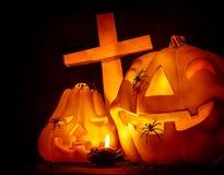 与十字架的发光的南瓜 库存图片