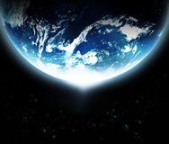 与升起从从美国航空航天局的空间原始的图象的太阳的行星地球 库存图片