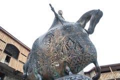 与华丽样式的铜雕塑-天鹅横跨马 免版税库存照片