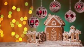 与华而不实的屋和美丽的中看不中用的物品的圣诞节设置 股票录像