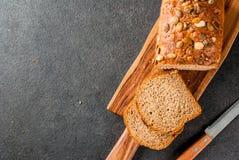 与南瓜籽的家制面包 图库摄影