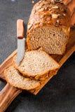 与南瓜籽的家制面包 库存图片