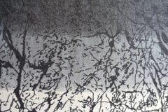 与印刷品的毛织物品在灰色三片树荫下  免版税图库摄影