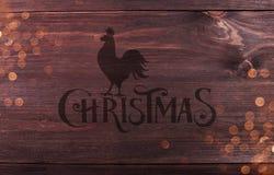 与印刷的圣诞节,雄鸡和发火花的木纹理背景样式 免版税库存图片