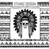 与印地安头饰和头骨的手拉的被绘的无缝的样式 黑白颜色 库存照片