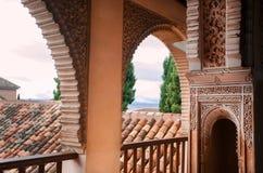 与历史安达卢西亚的房子,科多巴,西班牙的阿拉伯样式的专栏 免版税库存图片