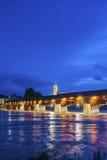 与历史的桥梁和Fridolins大教堂的莱茵河 免版税库存照片