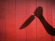 与厨刀的男性手阴影 免版税库存图片