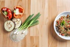 与参考成份的可口奎奴亚藜炖煮的食物 免版税库存图片