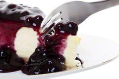 与叉子的蓝莓乳酪蛋糕 免版税图库摄影