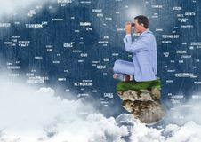 与双筒望远镜的商人在有连接在天空的词的浮动岩石平台 库存图片