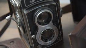 与双重透镜的葡萄酒照相机 股票视频