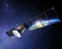 与反射在太阳电池板的地球的卫星通讯 库存图片