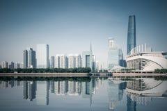 与反射的广州地平线 免版税库存照片