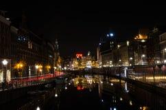 与反射的都市风景在Amterdam 库存照片