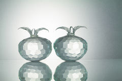 与反射的水晶果子在白色阐明了背景 库存图片
