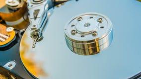 与反映的硬盘驱动器在它云彩定期流逝,云彩存贮的概念 股票视频