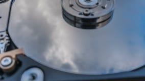 与反映的硬盘驱动器在它云彩定期流逝,云彩存贮的概念 影视素材