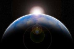 与发光在空间背景的太阳的行星地球 免版税图库摄影
